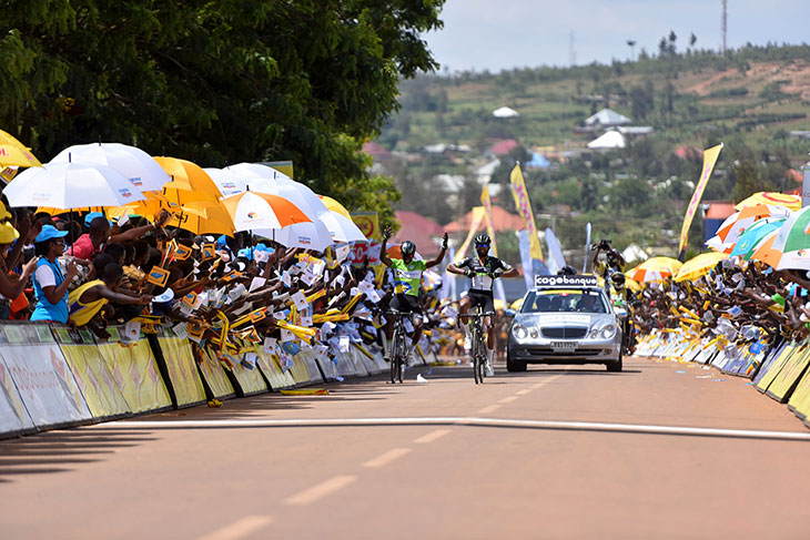 Eyob Mektel wins stage 4